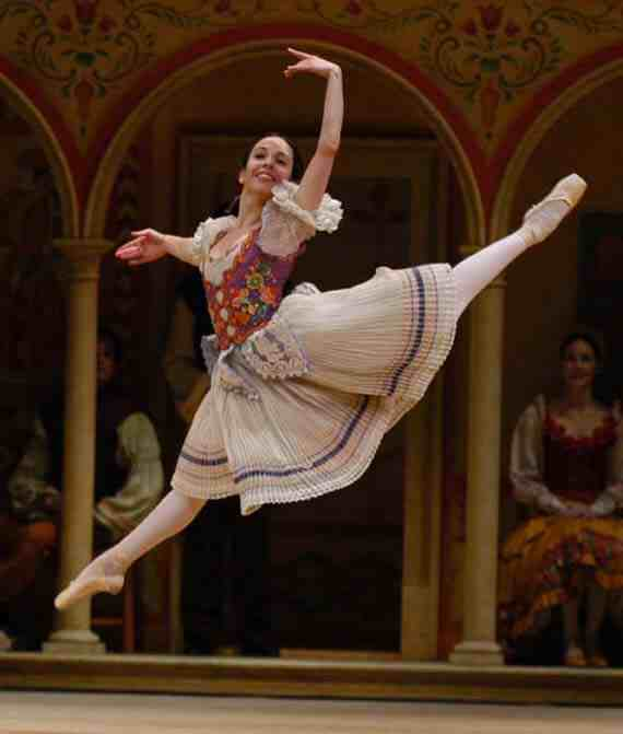 Xiomara Reyes in Coppélia