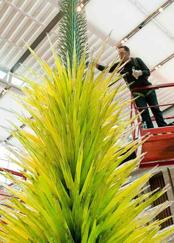 Dale Chihuly: Lime Green Icicle Tower