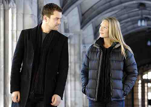 Joshua Jackson and Anna Torv in Fringe