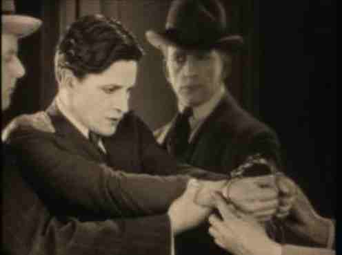 The Lodger (1927) - Ivor Novello Arrested