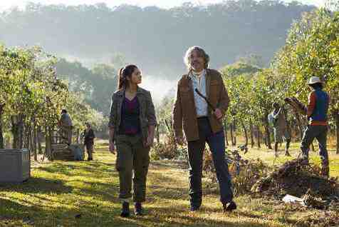 Naomi Scott and Robert Coleby in Terra Nova's Proof