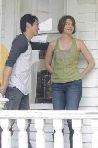 The Walking Dead S02E05 Glenn and Maggie