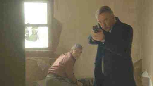 Robert Forster and Sam Neill in Alcatraz' Guy Hastings