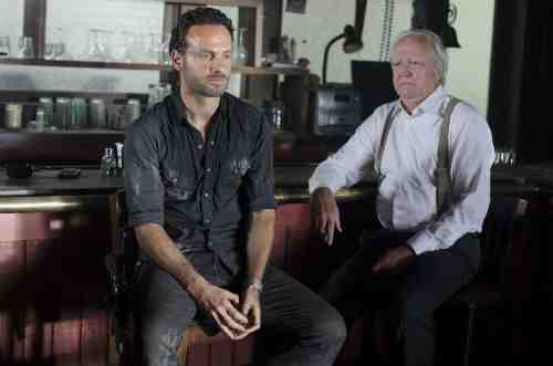 Walking Dead S02E08 Rick and Hershel