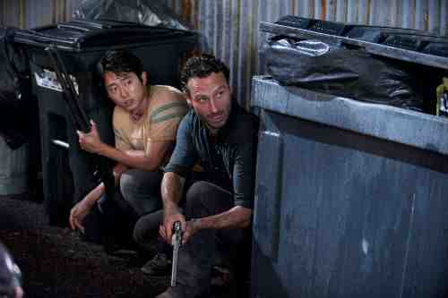Glenn and Rick Walking Dead S02E09