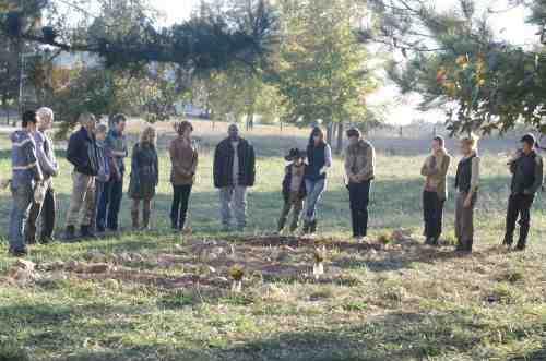 Walking Dead S02E12 Dale funeral