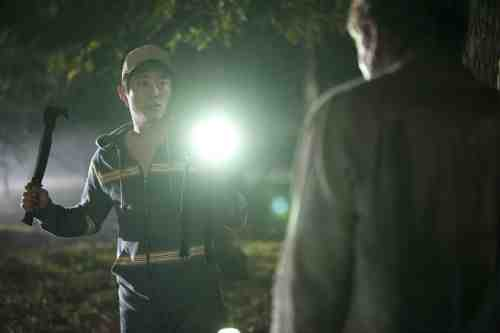Walking Dead S02E12 Glenn flashlight