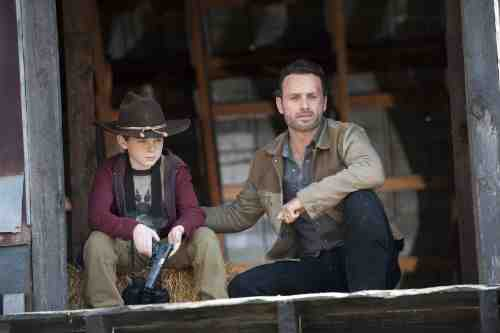 Walking Dead S02E12 Carl and Rick