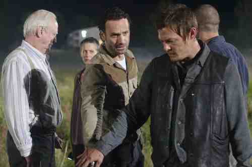 Walking Dead group S02E11