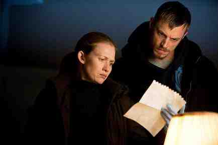 Sarah Linden (Mireille Enos) and Stephen Holder (Joel Kinnaman) in The Killing Season 2, Episode 4, Ogi Jun