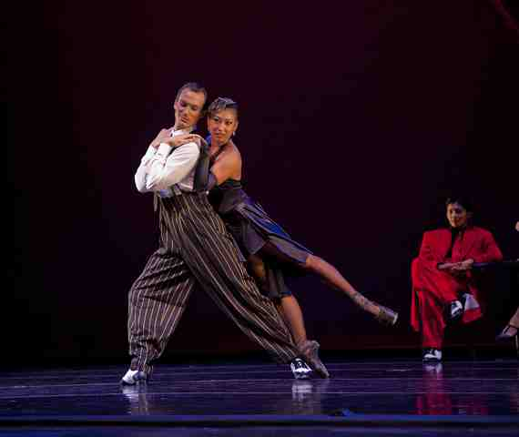 Diablo Ballet  dancers Mayo Sugano and Aaron Orza in  A Swingin Holiday