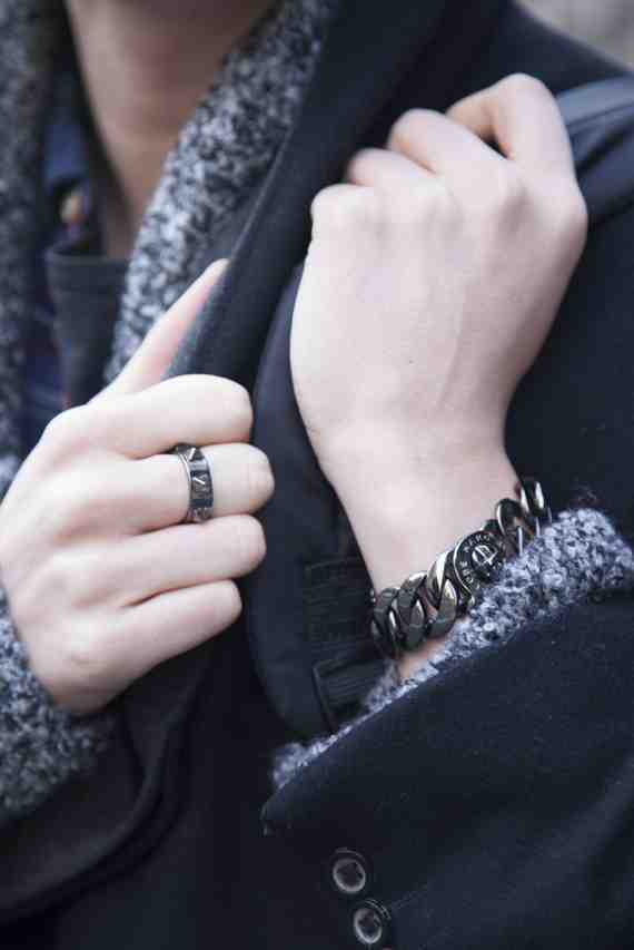 CLR Street Fashion: Sweater: H&M, Ring: BCBG, Bracelet : Marc Jacobs