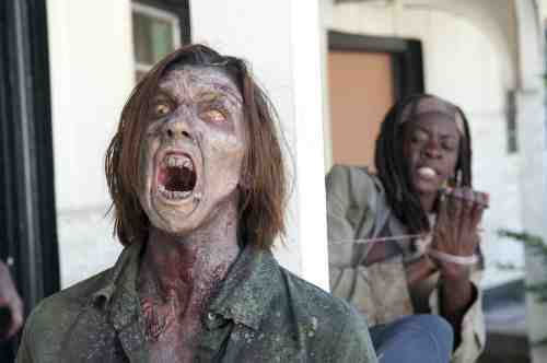 Walking Dead S03E15 Michonne Walker