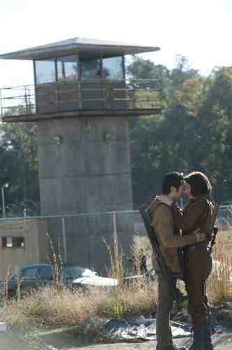 Walking Dead S03E15 Glenn and Maggie